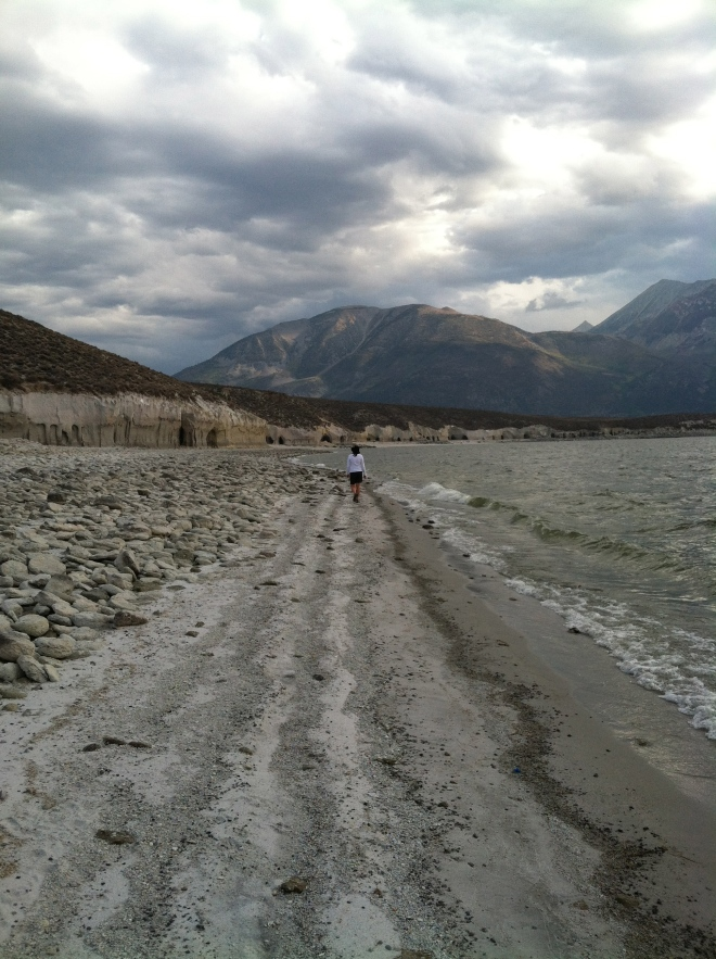 Walking along the eastern shoreline of Crowley Lake towards the columns and caves.